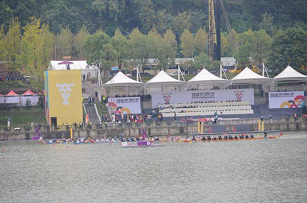 重庆合川:隆重举行第三届世界杯龙舟赛