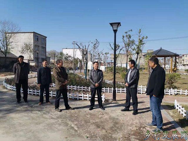 定远县人大副主任王秀平到能仁乡调研工作