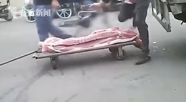"""正规肉联厂每日""""洗白""""数千斤病死猪:塞钱就能过检"""