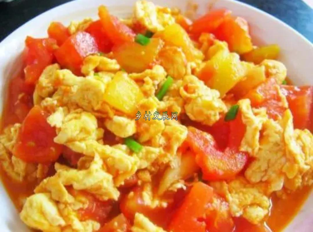 西红柿炒鸡蛋,千万不要放错顺序,不然鸡蛋吃着不香,西红柿不鲜
